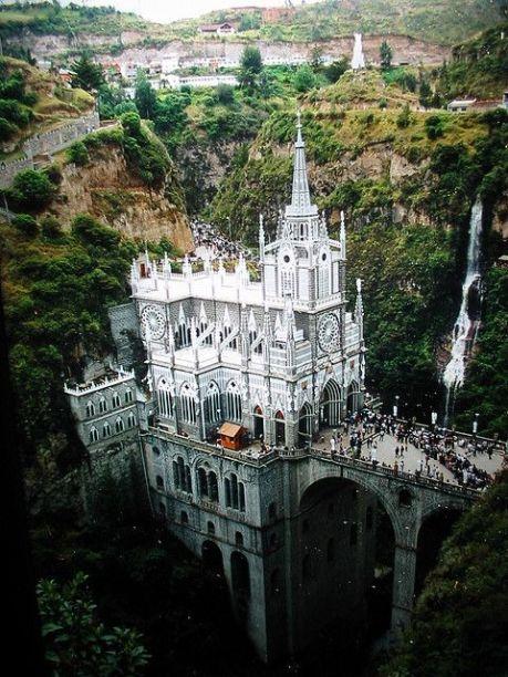 castillos y santuarios