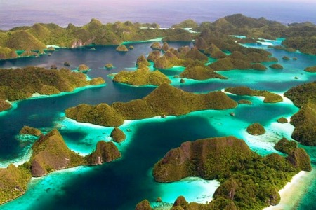 Wayang island raja ampat indonesia