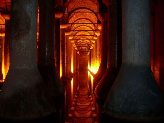 Cisterna_Basílica,_Estambul,_Turquía,_abril_de_2011