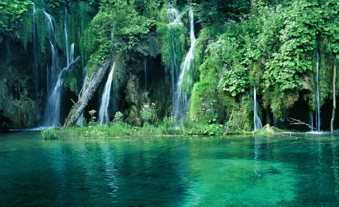 lagos azul turquesa